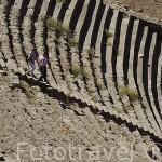 Escalones del teatro de PERGAMO / BERGAMA aprovechando la ladera de la colina. Costa del mar Egeo. Turquia