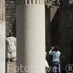Columnas del templo de Trajano con columnas corintias. Ruinas de PERGAMO / BERGAMA. Egeo. Turquia.
