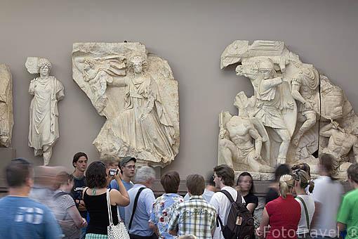 Detalle de esculturas en unos frisos. Museo de EFESO / EPHESUS. Costa del Egeo. Turquia