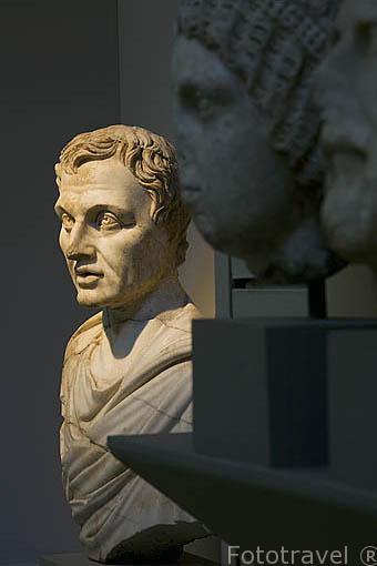 Diferentes esculturas y bustos en el Museo de EFESO / EPHESUS.Costa del mar Egeo. Turquia