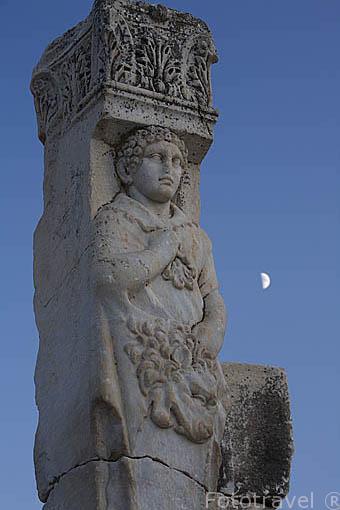 Detalle de la Puerta de Hercules o Heracles, en lo alto de la calle de Curetes. Ruinas de EFESO / EPHESUS. Egeo. Turquia