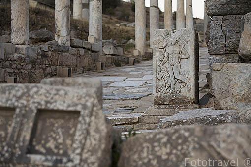 Via de Curetes con columnas. Ruinas de EFESO / EPHESUS. Egeo. Turquia