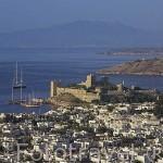 La ciudad de BODRUM, antes Halicarnaso y el castillo de San Pedro. Costa del mar Egeo. Turquia