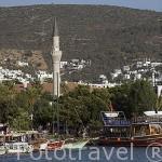 Barcos veleros en el muelle. Ciudad de BODRUM, antigua Halicarnaso. Costa del mar Egeo. Turquia