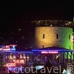 Restaurantes en la plaza Gumbet. Cerca de la ciudad de BODRUM, antigua Halicarnaso. Costa del mar Egeo. Turquia