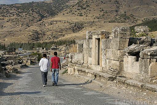 Necropolis y sarcofagos en las ruinas de HIERAPOLIS. Egeo. Turquia