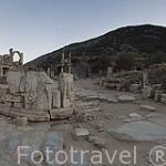 Panoramica sobre la via de Curetes, al fondo a la derecha el templo de Domiciano. Ruinas de EFESO / EPHESUS. Egeo. Turquia
