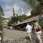 Paseo maritimo y bares en KALKAN junto al mar Mediterraneo. Provincia de Antalya. Turquia