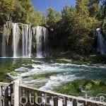 Cascadas de DUDEN con 40 metros de altura. Sus aguas provienen de los rios Kirkgozler y del Pinarbaj. Cerca de Antalya. Turquia