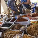 Venta de especias. Mercado del puerto. Ciudad de ANTALYA. Provincia de Antalya. Turquia