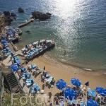 Playa de arena junto al puerto de la ciudad de ANTALYA. Turquia
