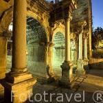 La Puerta de Adriano con tres arcos y cuatro pilares. Restaurada en 1959. Conmemora la visita del emperador a la ciudad de ANTALYA. Turquia