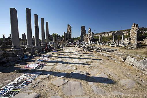 Ruinas del antiguo agora de la ciudad de PERGE. Se cree que fue fundada por los Akhas en el 2000 a.C. Posteriormente fueron conquistadas por Alejandro Magno en el 333 a.C. Turquia