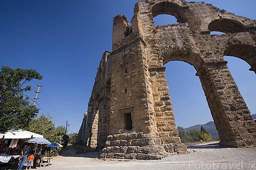 Acueducto romano del siglo I d.C, de las ruinas de ASPENDO. Provincia de Antalya. Turquia