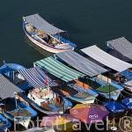 Barcos pesqueros amarrados en el muelle de la ciudad de ALANYA. Mar Mediterraneo. Provincia de Antalya. Turquia