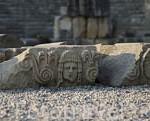 Ruinas de MYRA. Ciudad perteneciente a la liga Lycia. Piedras talladas con rostros formaban parte del teatro griego. Provincia de Antalya. Turquia