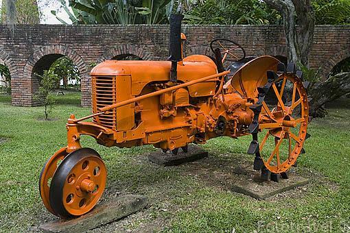 Maquina antigua para prensar caña de azucar. Museo de la Caña de Azucar. En Territorio Paraiso. Valle del Cauca. Colombia
