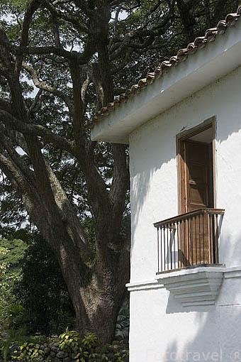 Una ventana en la fachada de la Hacienda El Paraiso. Mansion colonial donde vivio Jorge Isaac. Valle del Cauca. Colombia