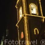 Torre iluminada adjunta a la Basilica del Señor de los Milagros. (Milagro de la Lavandera, s.XV). Ciudad de BUGA.. Colombia