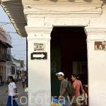 Calle Esquina de la Compañia. Ciudad colonial de MOMPOX. Patrimonio de la Humanidad, UNESCO. Isla más grande de Suramerica. Colombia. Suramerica