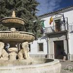 Plaza y fuente del pueblo de TORRECAMPO. Comarca de Los Pedroches. Cordoba. Andalucia. España