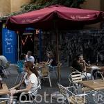 Bar y terraza. Calle Mayor soportalada de ALCALA DE HENARES. Ciudad patrimonio Unesco. Madrid. España