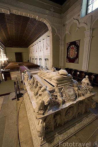 Sepulcro del Cardenal de Cisneros en marmol de Carrara en la capilla Universitaria de San Ildefonso. ALCALA DE HENARES. Ciudad patrimonio Unesco. Madrid. España