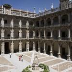 Patio de Santo Tomas de Villanueva. Herreriano con 3 cuerpos de arcos sustentados por columnas.Universidad de ALCALA DE HENARES. Ciudad patrimonio Unesco. Madrid. España