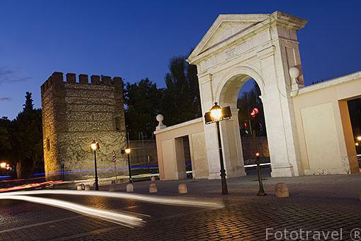 La puerta de Madrid y restos de la muralla. ALCALA DE HENARES. Ciudad patrimonio Unesco. Madrid. España