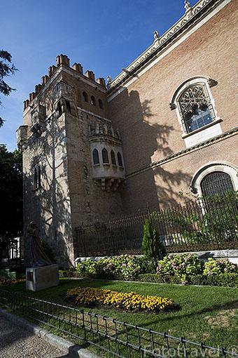 Torre del Palacio Arzobispal y plaza del museo monasterio de San Bernardo. ALCALA DE HENARES. Ciudad patrimonio Unesco. Madrid. España