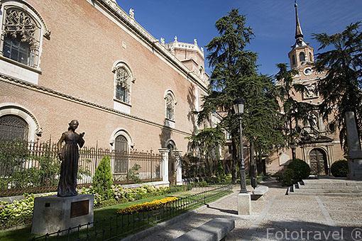 Plaza del museo monasterio de San Bernardo. ALCALA DE HENARES. Ciudad patrimonio Unesco. Madrid. España