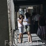 La calle Mayor, la mas grande de España soportalada, con casas del s.XV al XIX. ALCALA DE HENARES. Ciudad patrimonio Unesco. Madrid. España
