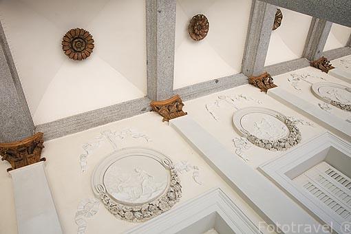 Fachada del Palacio. Jardin historico artistico (s. XVIII) El Capricho. Madrid capital. España