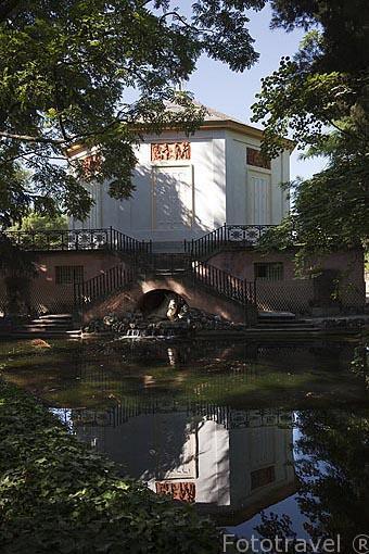 Casino de Baile y el lago. Jardin historico artistico (s. XVIII) El Capricho. Madrid capital. España