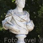 Escultura de la Plaza de los Emperadores. Jardin historico artistico (s. XVIII) El Capricho. Madrid capital. España