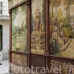 Azulejos de Alfonso Romero en la fachada de Villa Rosa 17. Calle Nuñez de Arce. Zona de Huertas. Madrid capital. España