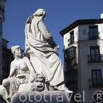 Escultura a Calderon de la Barca en la Plaza de Santa Ana. Zona de Huertas. Madrid capital. España