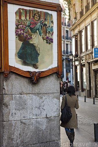Esquina bar La Suiza. Calle del Pozo / de la Cruz. Zona de Huertas. Madrid capital. España