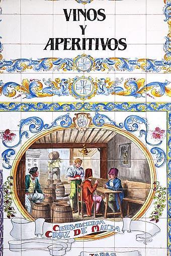 Detalle de un azulejo. Cerveceria la Cruz de Malta. Zona de Huertas. Madrid capital. España