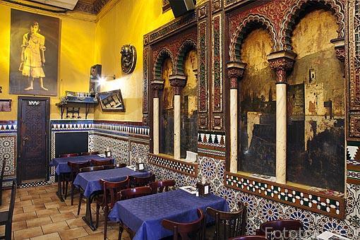 Interior de la taberna La Alhambra. Barrio de Huertas. Madrid. España