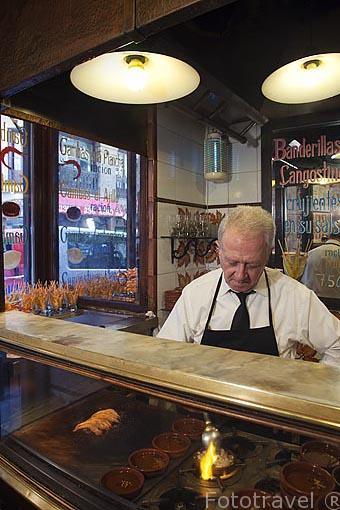 Gambas al ajillo y rebozadas. Taberna- bar La Casa del Abuelo. Calle Victoria 12. Barrio de Huertas. Madrid. España