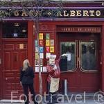 Fachada del restaurante centenario Casa Alberto en la calle Huertas 18. Barrio de Huertas. Madrid. España