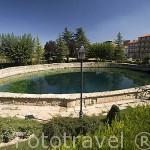 El mayor pozo artesiano de Europa desde el s.XII. El muro que lo circunda tiene 130 mts. Obra del ingeniero italiano Ferrari, en 1729. Pueblo de CELLA. Teruel. España