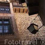 Calle y casas en la parte historica del pueblo de ALBARRACIN. Teruel . España