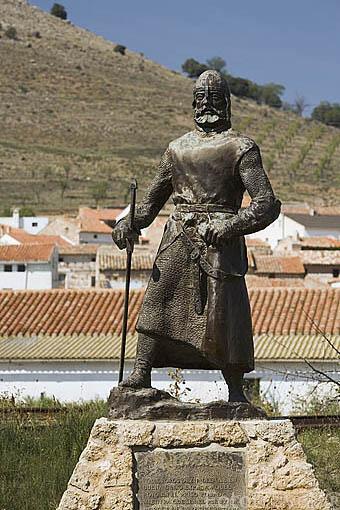 Estatua del Cid Campeador en la entrada del pueblo de EL POYO DEL CID. Teruel. España