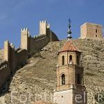 Pueblo amurallado de ALBARRACIN y torre de la iglesia de Santiago. Teruel. España