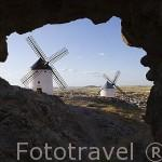 Antiguos molinos en lo alto de la población de CONSUEGRA. Provincia de Toledo. Castilla La Mancha. España - Spain