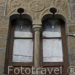 Detalle de una ventana en la antigua juderia. UNCASTILLO. Zaragoza. Aragon. España