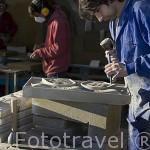 Tallando unas piezas en piedra arenisca. Canteria de la empresa Olnasa. UNCASTILLO. Zaragoza. Aragon. España