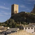 El pueblo de UNCASTILLO, al fondo el castillo. Zaragoza. Aragon. España
